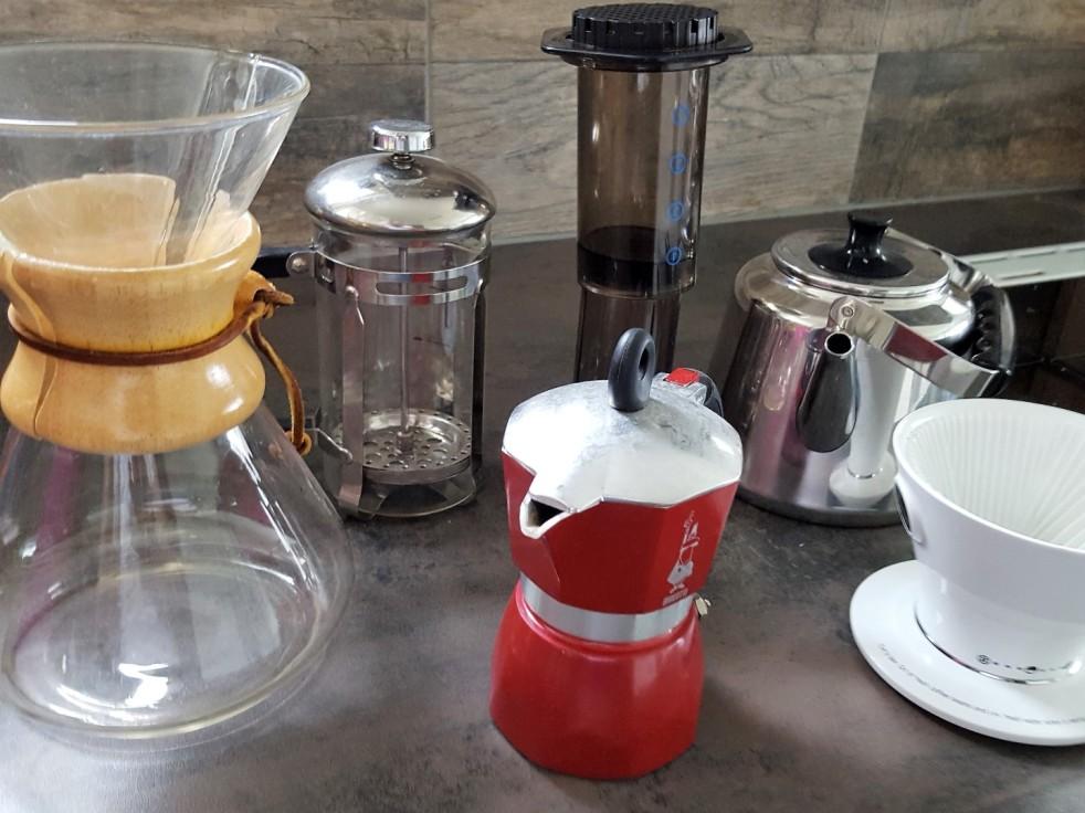 Chemex, pressopannu, mutteripannu, Aeropress, kahvipannu ja suodatinsuppilo